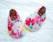 Bouquet of Fresh Flowers for Baby Shoes Booties *Reserved*