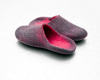 Felted slippers for woman Gray Pink felt Women home shoes Natural wool Handmade design