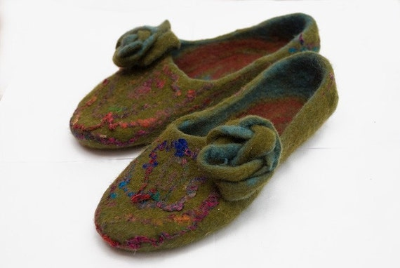 Felted slippers INDIA