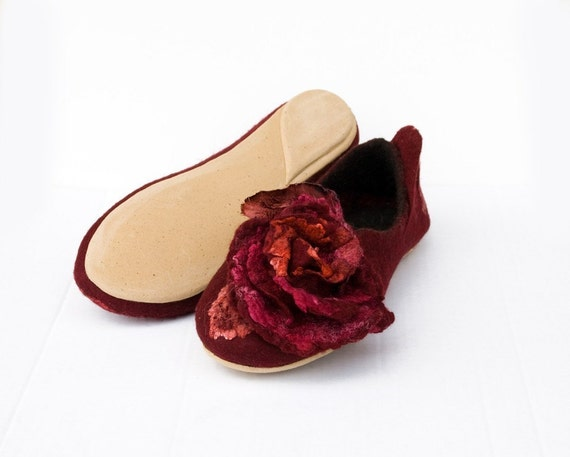 Felted slippers  Women home shoes Red Black slippers and flower set DANCE ON ROSES wife gift Valentines gift for her