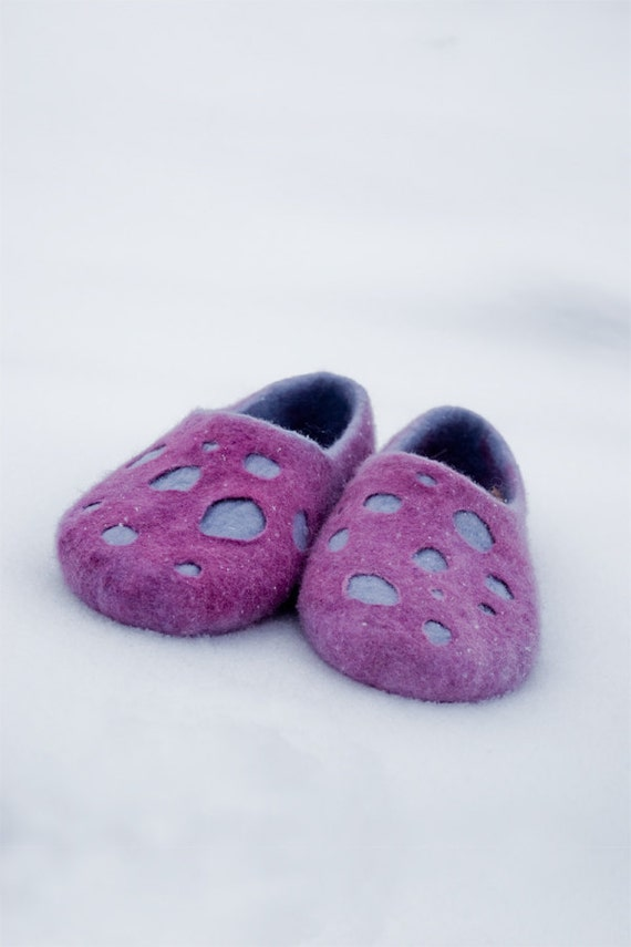 Felted wool slippers DOTS