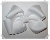 Medium Basic Grosgrain Hair Bow in White