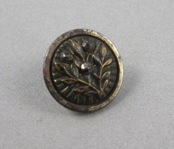 Antique Victorian Metal Picture Button - Leaves with Cut Steels