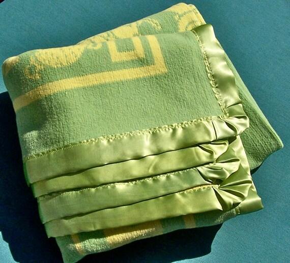 Vintage BEACON or ESMOND Reversible Baby Blanket Cotton 1930s Green Yellow