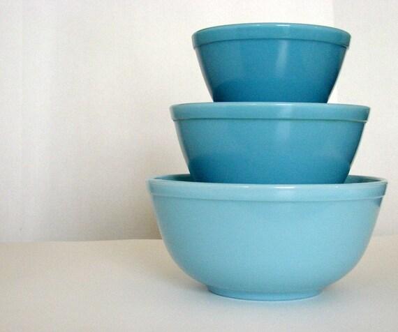 Vintage Pyrex  Delphite Blue Bluebelle Mixing Bowl Set
