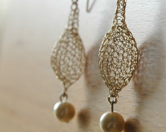 PEARL - Gold earrings crochet in a drop shape with a hanging pearl, pearl jewelry June