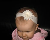 Mini-Firecracker White Flower Clip