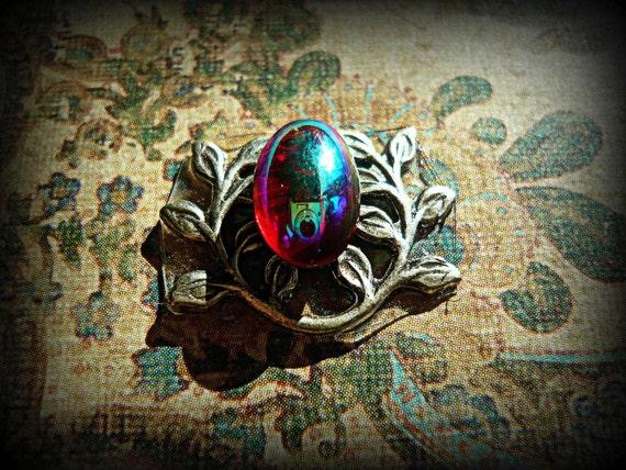 Scarlet Bindi. Vintage Glass Cabochon