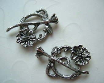 4 Sets of Flower Toggle Clasp in Antique SILVER OR Antique GOLD Color -- 22mm