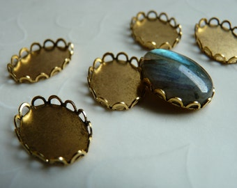 Last Pack -- 8 pieces of Antique Gold plated Lace Edge Cabochon Settings, fits 18x13 mm oval, Made in USA