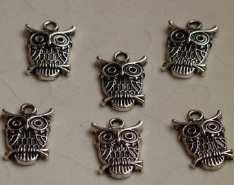 12 pieces of Antique Silver Color Owl Charm -- 18x14 mm