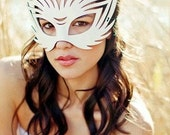 "Leather mask in white ""Wildcat"""