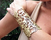 "Cuff ""Floral"" in gold leather 5-3/4"" wrist"