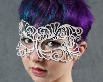 Coquette leather mask in white