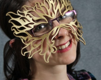 Filigree Flame leather mask in gold for eyeglasses