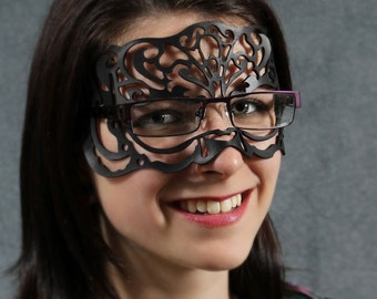 Victoriana leather mask in black for eyeglasses