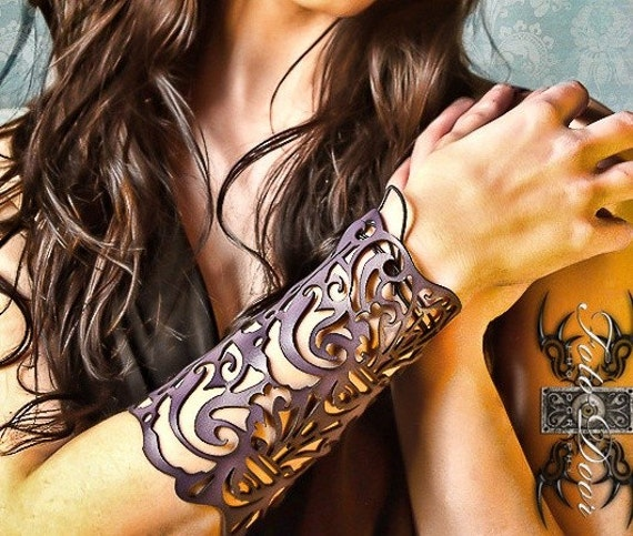 "Cuff ""Victorian"" in violet leather 5"" wrist"