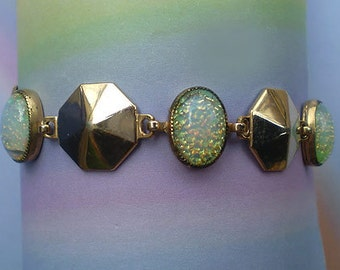 Vintage 50s Link Bracelet Opalescent Confetti Plastic Goldtone