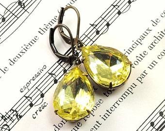 Jonquil Yellow Earrings, Vintage Glass Earrings Yellow Glass Earrings in Antiqued Brass, Vintage Jewel, Jonquil Earrings, Sweden