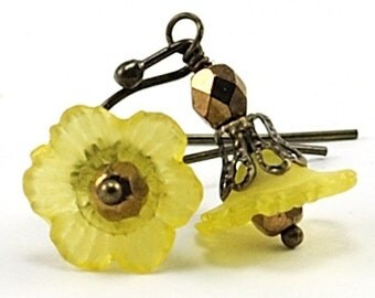 Flower Jewelry.Yellow Flower Earrings with Czech Glass and Antiqued Brass.Japan Earrings in Yellow. Brass Jewelry.