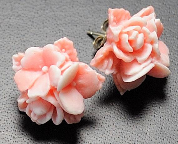 Stud Earrings Studs Post Earrings Flower Earrings . Two Tone Pink and White Flower Bouquet. Argentina Earrings in Pink and White