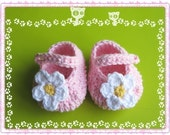 PATTERN in PDF -- Crocheted baby maryjane booties with a flower -- Newborn