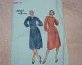 Vintage Butterick Misses Dress Pattern n 5677Size 12, Uncut