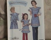 RESERVED for Jude: Simplicity Pattern 3701 - Mother Daughter Matching Aprons - Daisy Kingdom