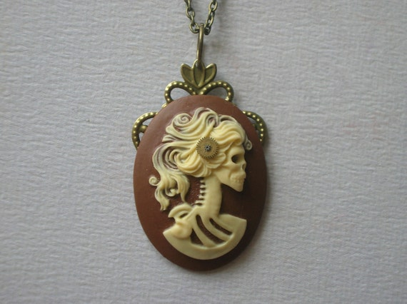 Lady steam necklace
