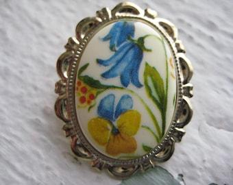 Spring Garden Brooch- Flower, Cabochon, Gold, Vintage, Gift