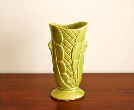 Vintage green ceramic vase, Shawnee