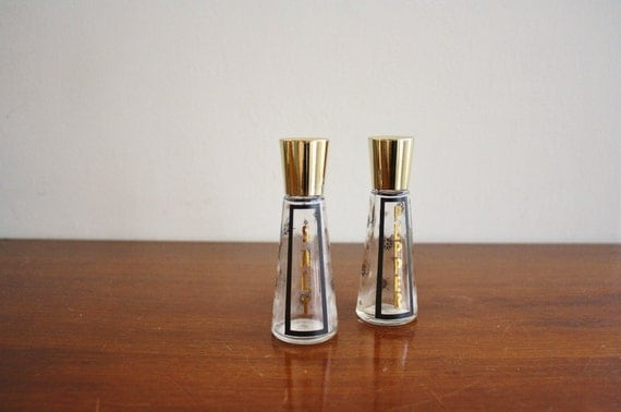 1950s pair of salt and pepper shakers