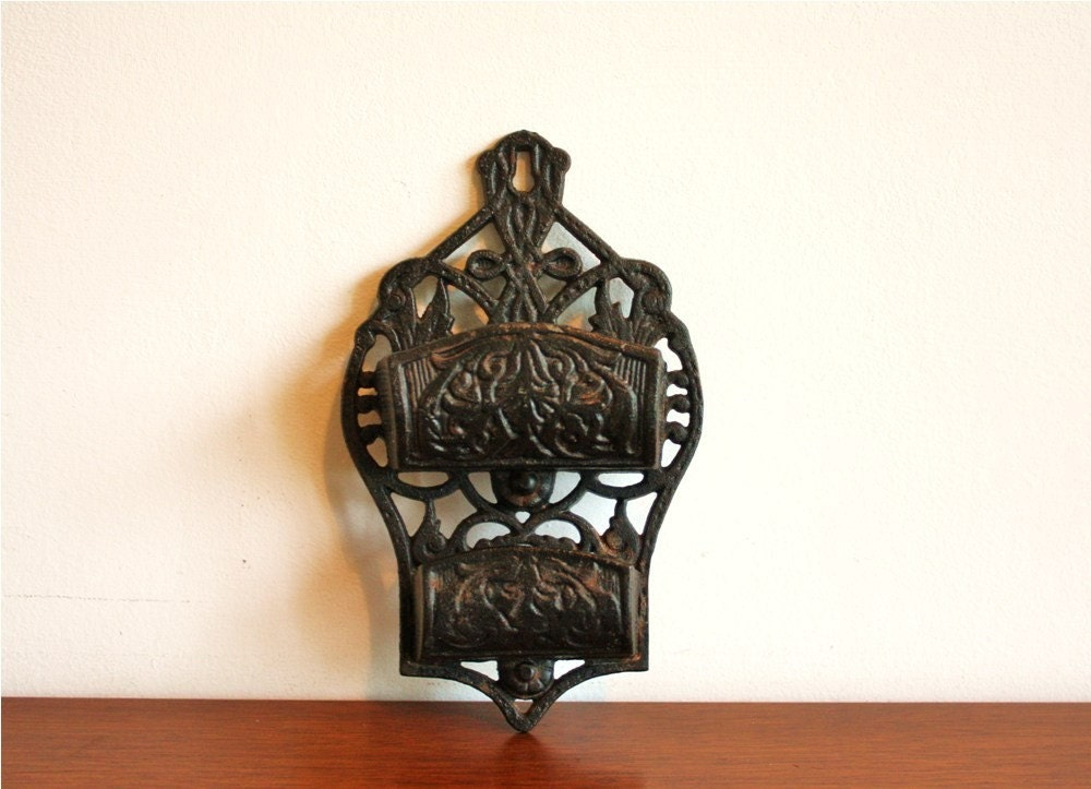 Vintage Wilton Cast Iron Wall Mounted Matchstick Holder