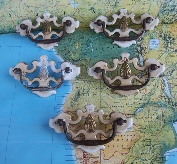 5 vintage pineapple center motif painted ivory metal pull handles includes hardware