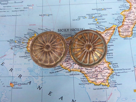 2 chunky vintage round flower motif heavy brass metal knobs includes hardware