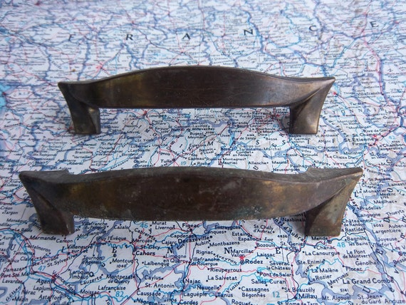 2 vintage atomic age curvy distressed metal handles includes hardware