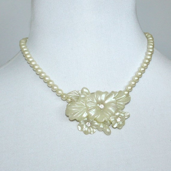 Vintage Pearl and Pearlized Flower Necklace with Rhinestones