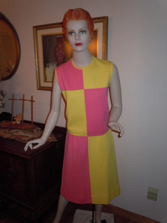 """Vintage 60's Yellow and Pink Block Style Wool Knit Suit Two Piece Made in Itay -  Bust 36"""""""