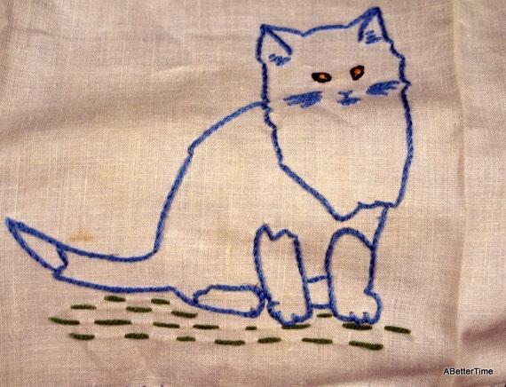 Embroidered baby bib kitten vintage