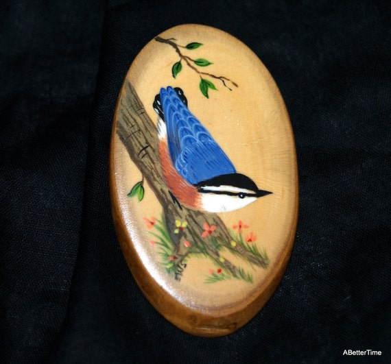 Oval wooden bird pin