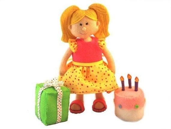 ELIZAS BIRTHDAY - Doll, Dress, Sandals, Birthday Cake, Present ...