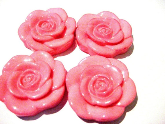 CLOSING SHOP - Last Ones - 4 XL dyed resin roses beads pale pink - 33mm