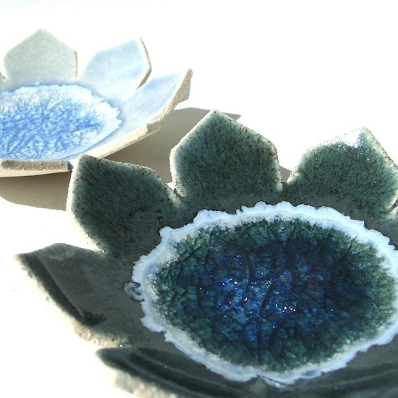 Waterlily dish with recycled glass