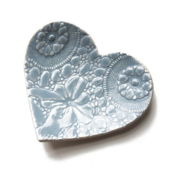 Sweet heart dish Wedgwood blue Ceramic pottery Kitchen snack plate Ring dish Soap dish Wedding Engagement present Vintage Lace Modern design