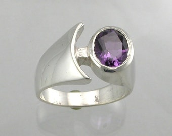 Silver Offset Oval Amethyst Ring