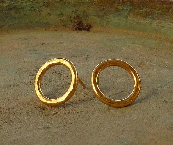 Gold hoop studs earrings Round hammered gold studs earrings