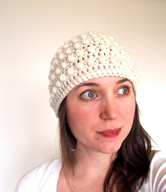 Crochet hat with bubble texture in cream