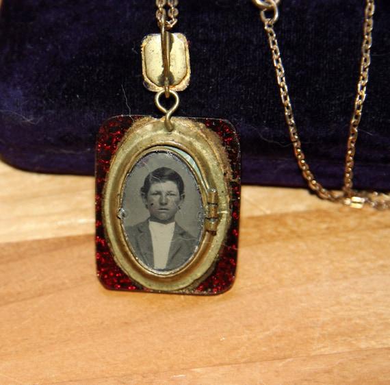 1800s garnet locket tin type photo rare red pressed glass antique