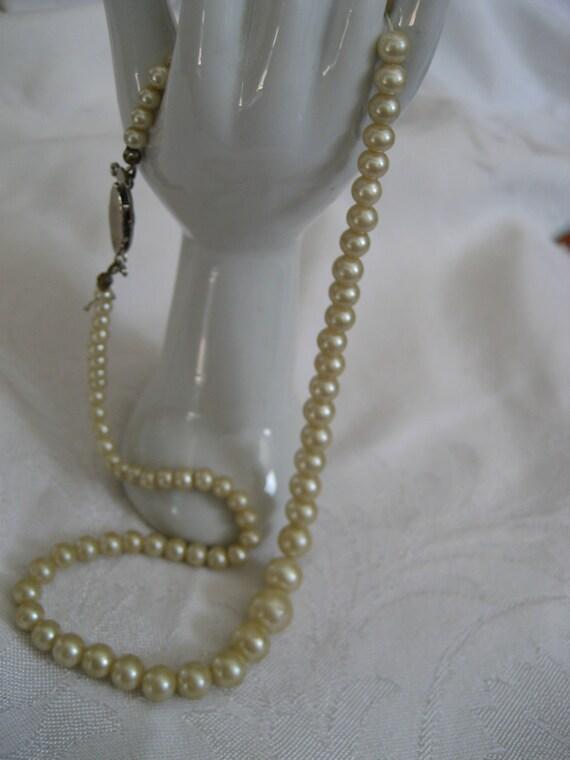 VINTAGE Scrap Graduated Imitation Pearl Costume JEWELRY Necklace    A