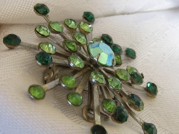 VINTAGE Green Rhinestone Starburst Costume JEWELRY Brooch